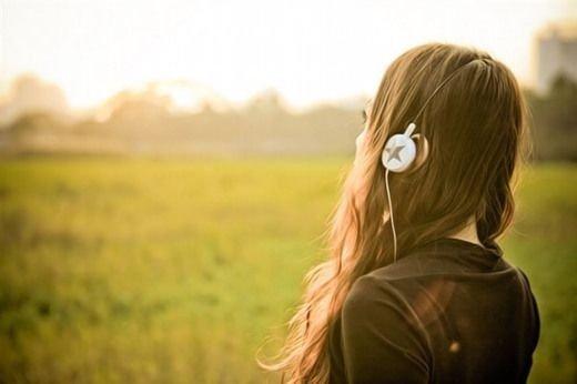 既然不能够相守,就让那份情感留在心田,留在回忆中。