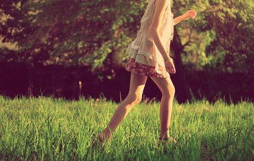 时光让爱学会荒谬,  笑着的人怎么哭了。