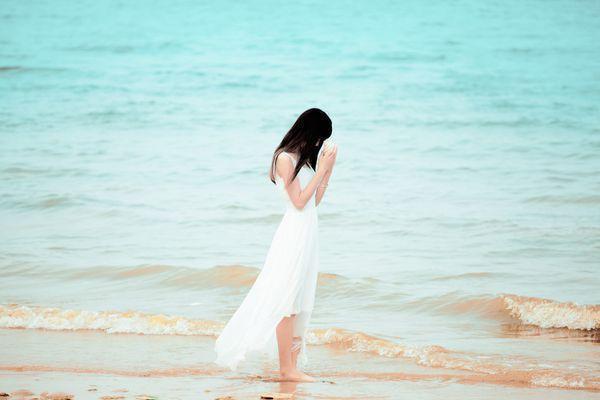 很多人事的变迁,你无法左右,只能随缘。要想活得快乐,要学会清醒地做事,糊涂地做人。