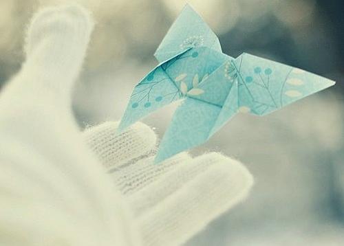非常伤感的说说短句子,没有人能预测未来,所以总有人后悔当初。