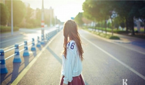 不要因为只是空虚寂寞而恋爱,更不要不为了恋爱而恋爱,要记住,世界很大,你变得越好,吸引的人就越好。