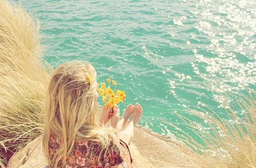 慢慢变好,才是给自己最好的礼物,足够优秀,才能接住上天给的惊喜和机会。