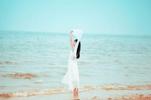 只有坚强起来,才能不丧失温柔。