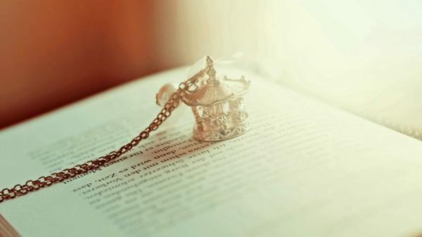 你是幸运的,因为你可以选择爱我或不爱我,而我只能选择爱你还是更爱你。